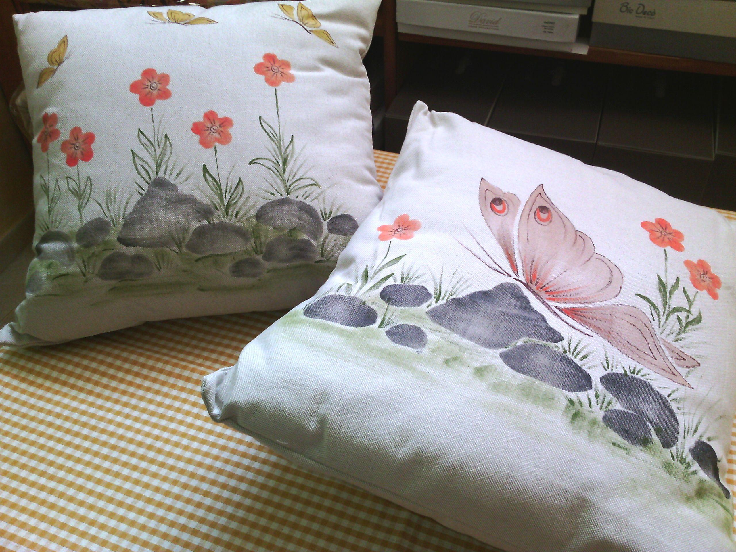 Coppia cuscini arredo dipinti a mano farfalle accessori for Cuscini dipinti